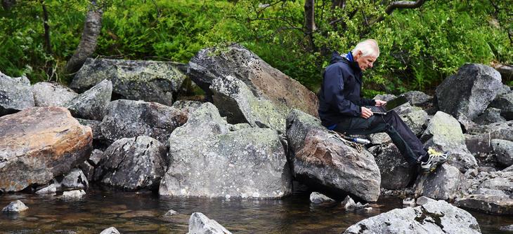 Jan Heggenes med laptop i Kova