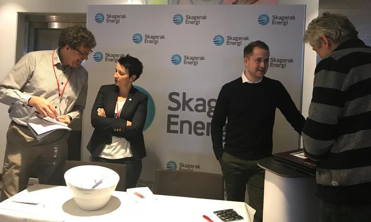 Besøkende og representanter fra Skagerak Kraft i forbindelse med Småkraftdagane 2018
