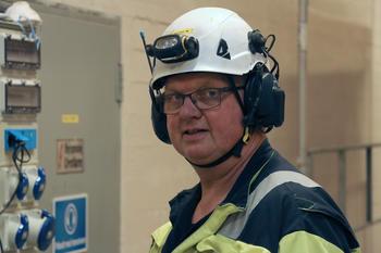 Portrettbilde av Morten Mellingen med hjelm.