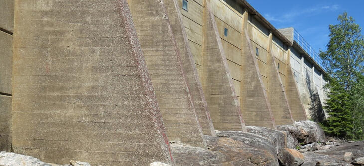 Betongdam fra luftside